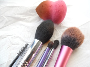 TOOLS: SIGMA REAL TECHNIQUES GENERIC BEAUTY BLENDER